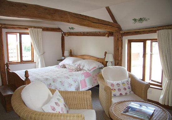 Hallwood Farm Oast House B & B: Bramling Room