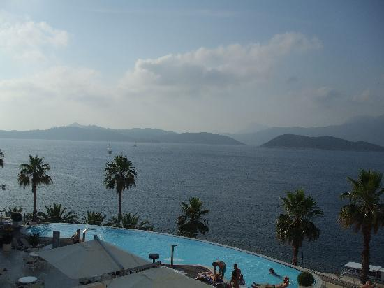 Lafodia Hotel & Resort: Infinity Pool