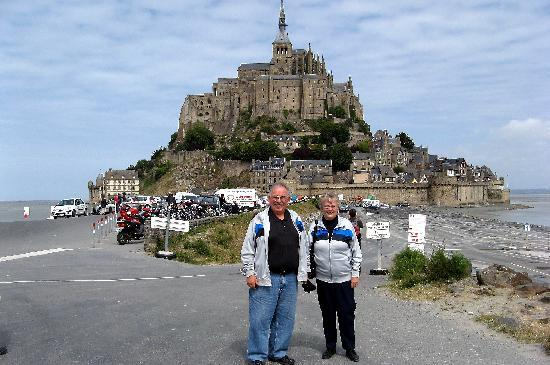 Mont-Saint-Michel, Fransa: Getting our photo taken in front of Mt-St-Michel.  This place will be covered at high tide.