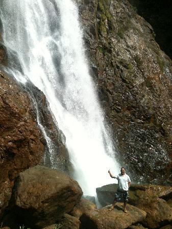 Cuchi Transfers and Tours: Luis, the guide in front of the waterfall.