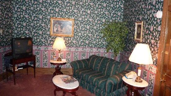 Grand Central Hotel: Sitting Room
