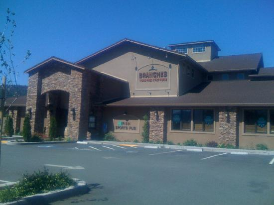 Fairfield Inn & Suites Ukiah Mendocino County: Branches restaurant next door to Fairfield Inn