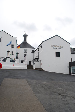 ‪Bowmore Distillery‬