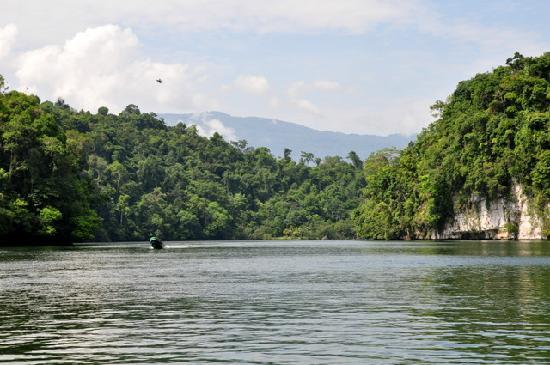 Go With Gus Tours: View Up The Rio Dulce Canyon