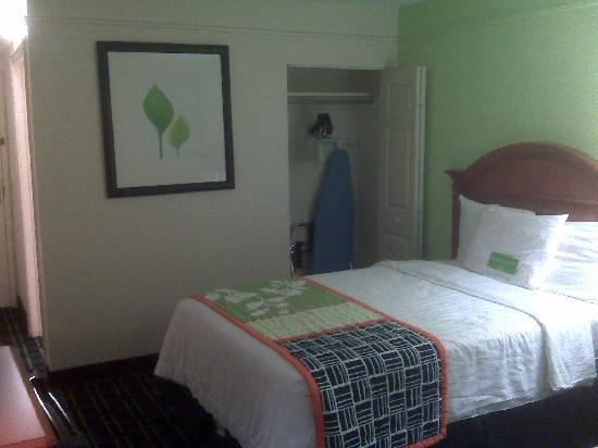 La Quinta Inn & Suites Tulsa Central: Very comfortable ambiance