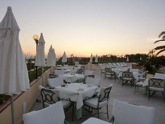 Quinta Do Lago Hotel: Terrace at sunset