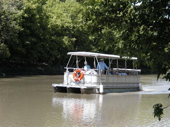 Moorhead, MN: S.S. Ruby Boat Tours