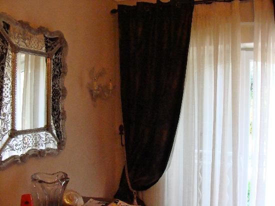 Mas Figoulon : Bedroom window