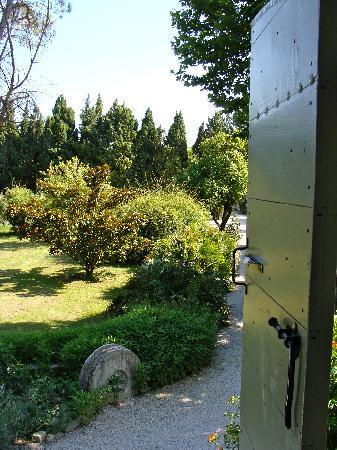 Mas Figoulon : View of garden