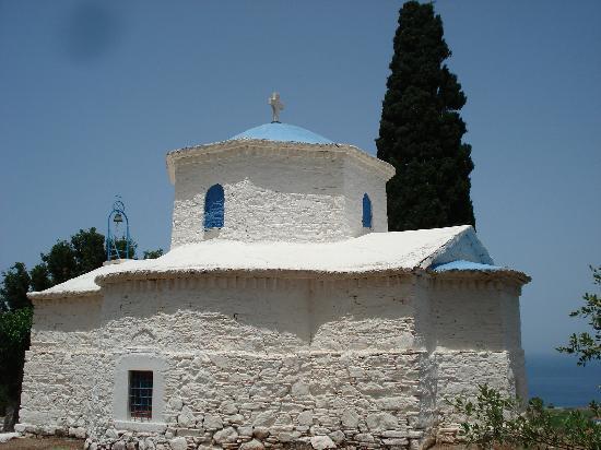 Eleana Apartments: cute Samos church