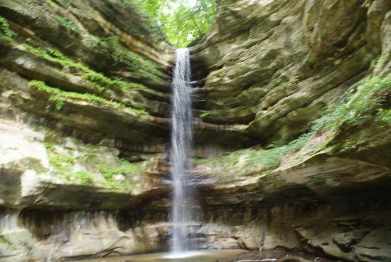 Utica, IL: A waterfall in Illinois!