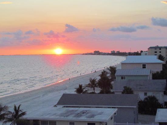 Cornerstone Beach Resort: Sunset!!!