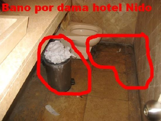 Nido Inn: toilettes du restaurant