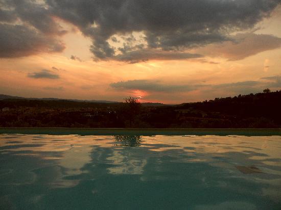 Tenuta Il Tresto: the pool at sunset