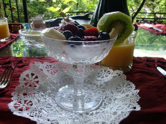 Highlands House Bed &Breakfast: fresh local fruit for starters
