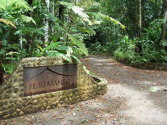 El Remanso Lodge: Entrance to the lodge