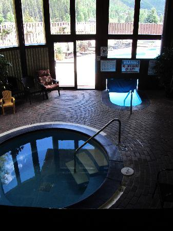 Vail Run Resort: Hot Tub and Pool, small but heated