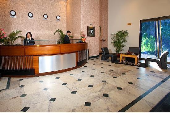 IndiSmart Hotel: LOBBY