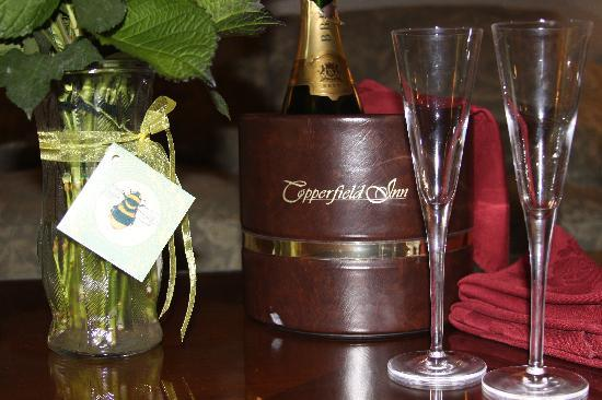 The Copperfield Inn Resort : The chilled champagne