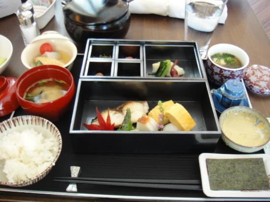 The St. Regis Osaka: 朝食(洋食のビュッフェか和朝食か選べます)