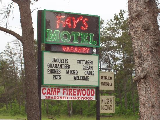 Fay's Motel: Gotta luv the neon sign!