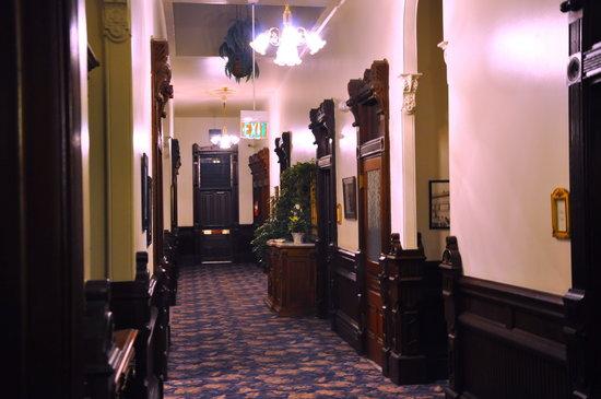 Victorian Inn: Upstairs Hallway