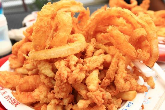 Δυτικό Dennis, Μασαχουσέτη: Shrimp, Clam Strips, Onion Rings & Fries
