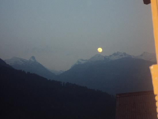 Moon rises at manali