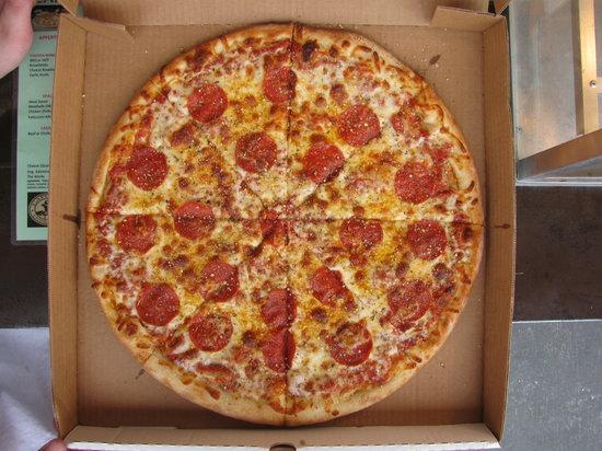Capone's Pizza: Pepperoni  to go