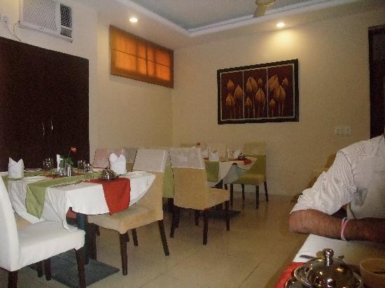 Clarks Inn Kailash Colony: hotel restaurant