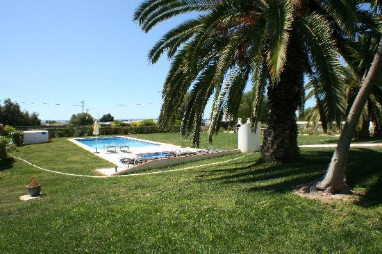 Tavira Vacations Apartments: The pool with the sea in the distance.