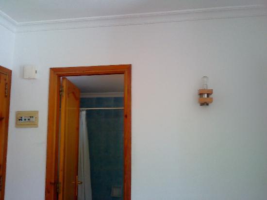 Bon Sol Apartments: stanza