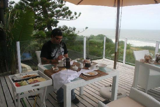Whale's Way Ocean Retreat: having breakfast on the deck