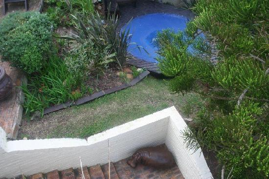 Whale's Way Ocean Retreat: warm/cold water garden jacuzzi overlooking the sea