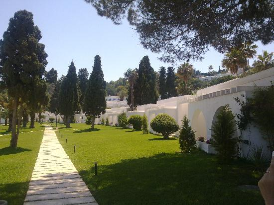 Gammarth, Tunisien: Path below the rooms