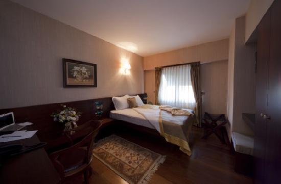 Burckin Suites Hotel: oda