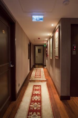 Burçkin Suites Hotel: koridor
