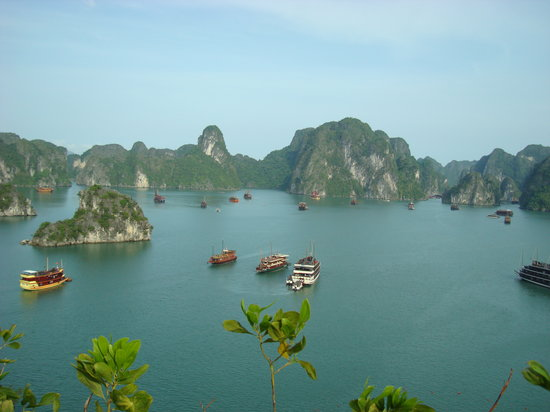baie d 39 halong vue de l 39 le titop au vietnam picture of vivutravel hanoi tripadvisor. Black Bedroom Furniture Sets. Home Design Ideas