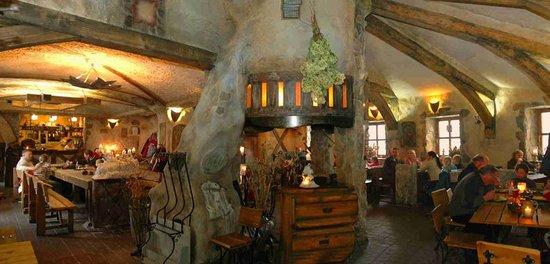 Szklarska Poreba, Polonia: Restaurant U Hochola medieval interiors