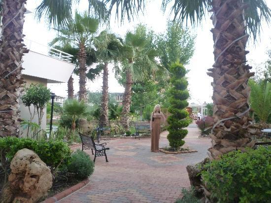 Club Mermaid Village: hotel grounds