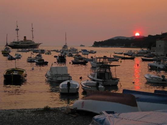 ‪كومازين: Hvar at Sunset‬