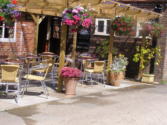 The White Horse at Ampfield: patio & smoking area