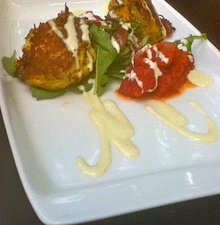 Mesh Restaurant: Crab Cakes (lunch)