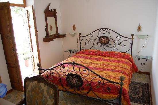 Zagara: camera matrimoniale con bagno in camera, minifrigo e condizionatore