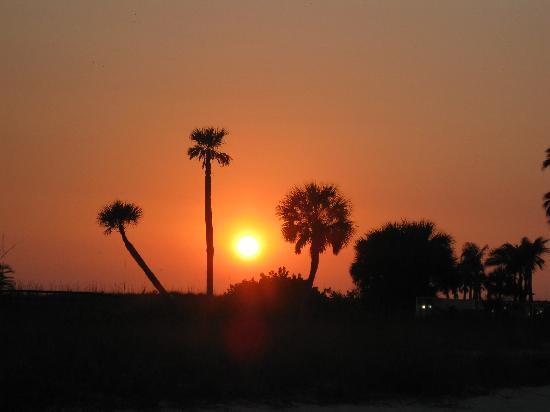 Sea Chest Motel: sunset on the beach