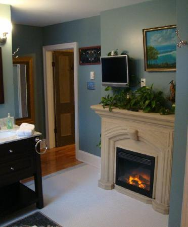 A. C. Stickley Bed and Breakfast: Hickerson bath fireplace