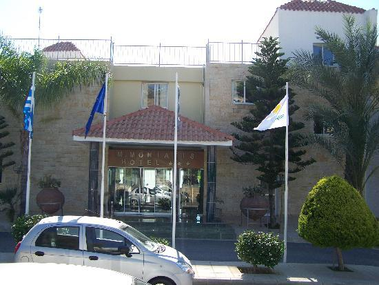 Moniatis Hotel: hotel entrance