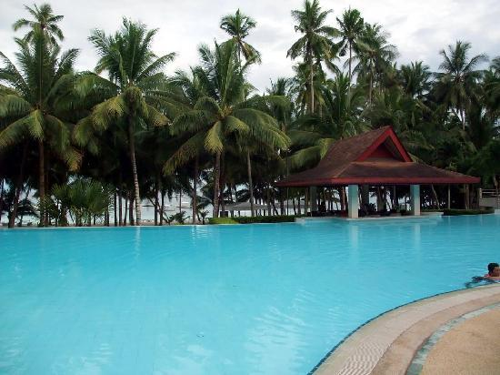 Henann Resort Alona Beach: Pool with beach in background