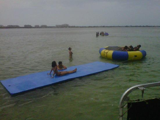 Aquaworld Miami : this is the Water Trampoline and the mat to lay out on