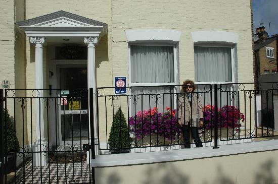 The Lavender Guest House: entrata Guest House